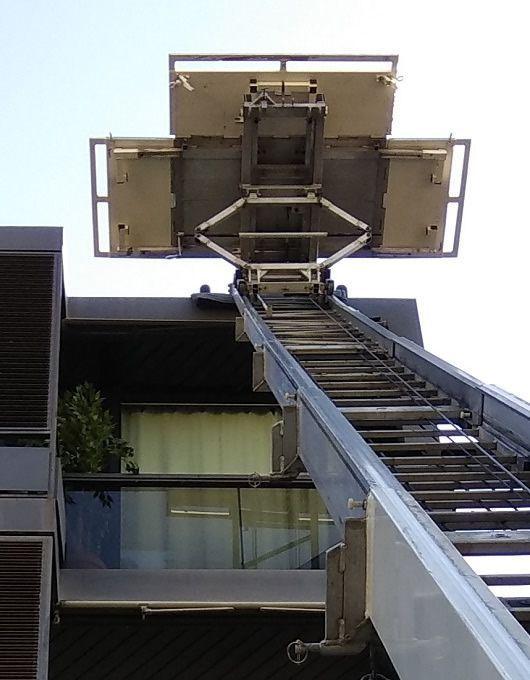 elevación de muebles a un octavo piso en Barcelona